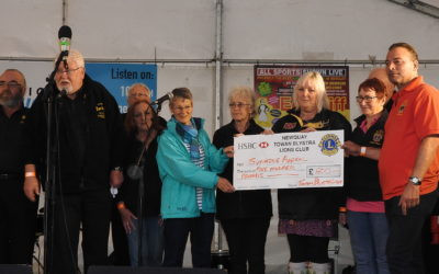 Cheque to Oll an Gwella to produce second charity CD